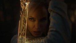Chloe Zhao'nun hayata geçirdiği Eternals hakkında Angelina Jolie'den yorum geldi.